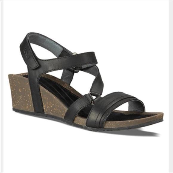 a34df96fa35 Teva Cabrillo Crossover wedge sandals. M 5a9877bfa6e3eafac82ffdfe